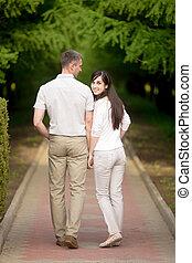 wandelende, vrouw, park, jonge man