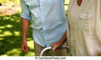 wandelende, zijn, vrouw, man, gepensioneerd