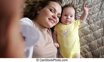 wang, geeft, jonge, moeder, dochter, vrolijk, kus, baby
