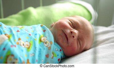 wants, jongen, haar, hospital., bed, slapende, pasgeboren, moederschap, eten, hij