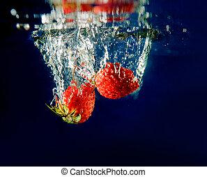 water, aardbei, gespetter
