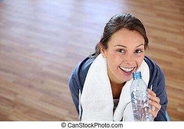 water, gym, meisje, fles, zittende