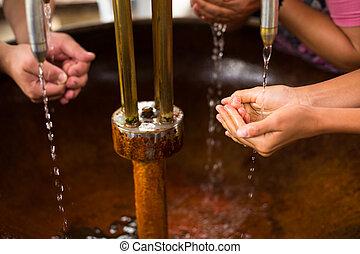 water, handen, mensen, hun, op, gezonde , mineraal, vullen