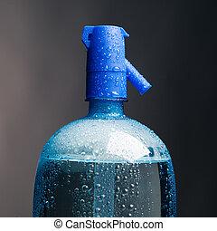 water, koolzure drankje, fles