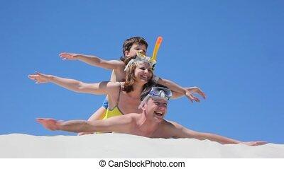 weergeven, gezin, ligt, vliegtuigen, zwemmers, spelend