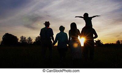 weide, gezin, generatie, drie, wandeling, ondergaande zon