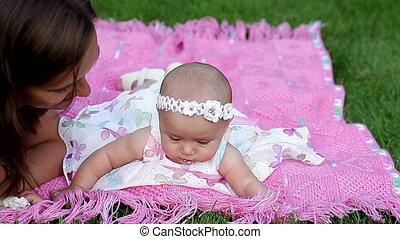 weinig; niet zo(veel), baby meisje, mooi