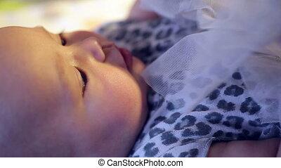 weinig; niet zo(veel), baby meisje