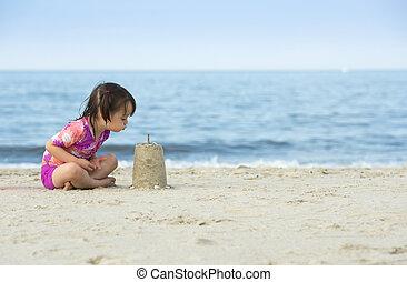 weinig; niet zo(veel), blazen, zand, gemaakt, taart, meisje