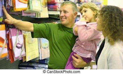 weinig; niet zo(veel), gezin, beddengoed, supermarkt, meisje, aankoop