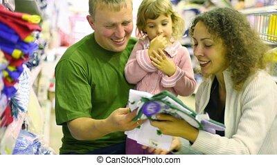 weinig; niet zo(veel), gezin, pot, supermarkt, meisje, houder, aankoop