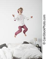 weinig; niet zo(veel), headphones, meisje, bed, springt