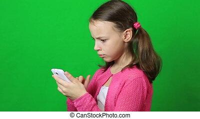 weinig; niet zo(veel), kort, beweeglijk, schrijvende , telefoon boodschap, meisje