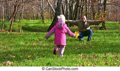 weinig; niet zo(veel), uitvoeren, park, herfst, senior, meisje