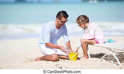 weinig; niet zo(veel), vader, tropische , zand, vervaardiging, meisje, strand, kasteel