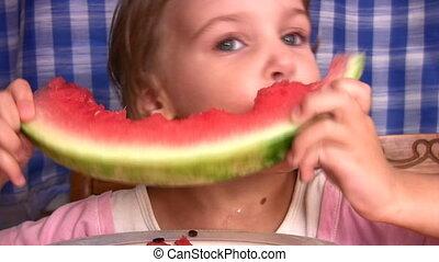 weinig; niet zo(veel), watermeloen, meisje