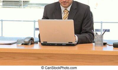 werkende , draagbare computer, zakenman