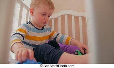 wiegje, spelend, jongen