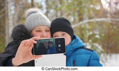 winter, gezin, selfie, park, vervaardiging, vrolijke