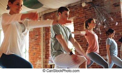 yoga, mensen, gym, groep, oefeningen, vervaardiging