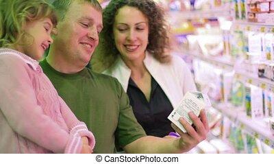 yoghurt, het glimlachen, aankoop, supermarkt, gezin