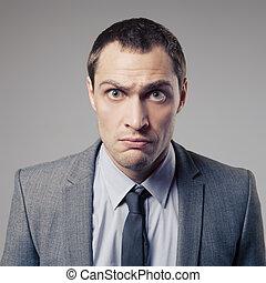 zakenman, boos, achtergrond, grijs