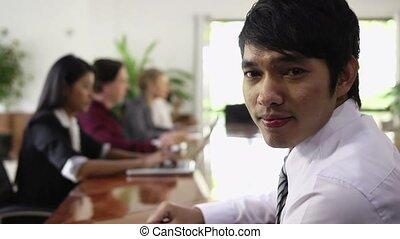 zakenman, vrolijke , aziaat, jonge