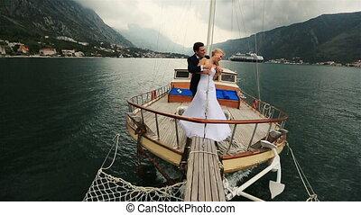 zeilend, budva, paar, bars, het koesteren, montenegro, zee, trouwfeest, scheeps