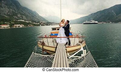 zeilend, budva, paar, bars, montenegro, zee, trouwfeest, kussende , scheeps
