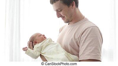zijn, dochter, vader, pasgeboren, vasthoudende baby