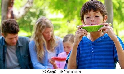 zijn, gezin, jongen, watermeloen, eten