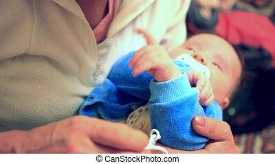 zijn, ouder, haar, moeder, het schreeuwen, jonge, holdingshanden, baby, gegil