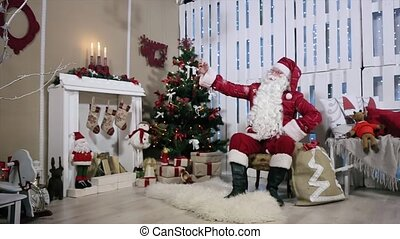 zijn, telefoon, selfi, maken, boompje, kerstman, gifts., openhaard, kerstmis, kamer