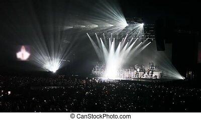 zinger, blik, mensen, ontsteken onderleggers, zaal, concert