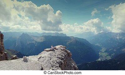 zittende , dolomieten, achteruit, bovenzijde, vrouw, op, vliegen, piz, boe, berg