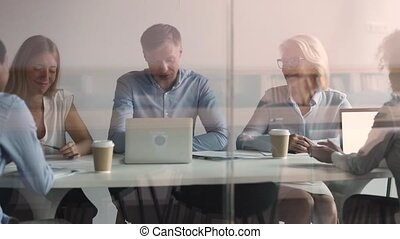 zittende , werknemers, baas, deelnemend, briefing, anders, het luisteren, raadzaal