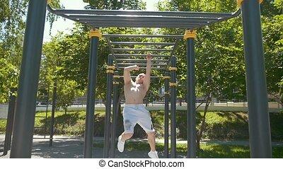 zomer, bar, atletisch, workout, park, jonge, horizontaal, dag, man