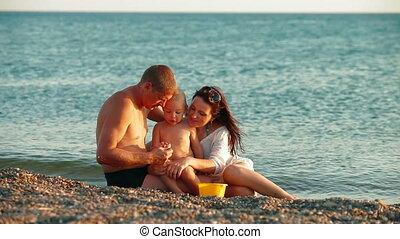 zomer, strand, gezin, vrolijke