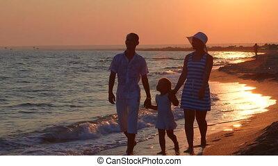 zomer, strand, ondergaande zon , vakantie, gezin