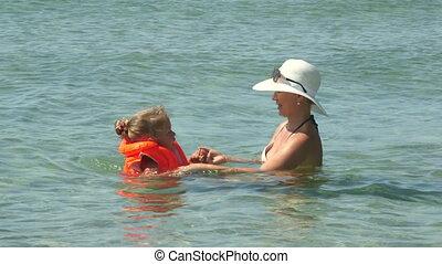 zomer, turkoois, familie vakantie, water, hebben vermaak, vrolijke , strand, zwemmen