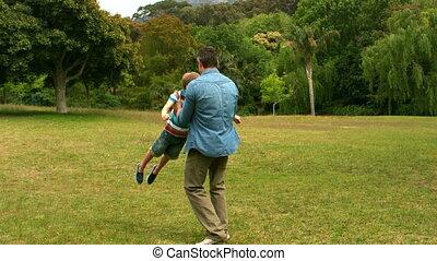 zoon, vader, spelend, park