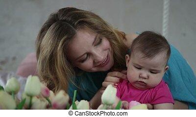 zuigeling, relaxen, kind, moeder, thuis, vrolijke