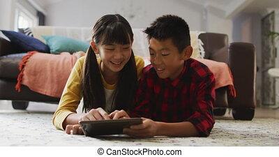 zuster, tablet, gebruik, het glimlachen, aziaat, thuis, broer