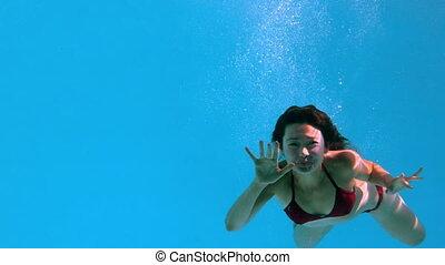 zwaaiende , fototoestel, brunette, onderwater, vrolijke