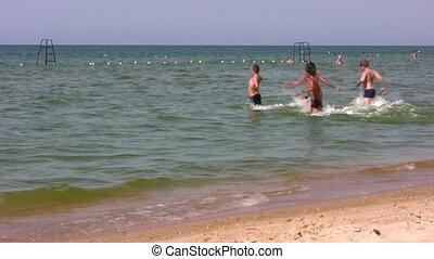 zwemmen, rennende , groep, kinderen